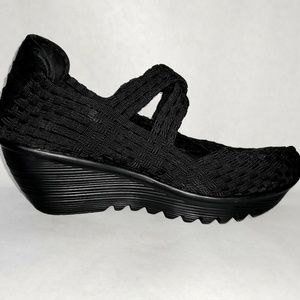 Bernie Mev. Black Wedge Shoe